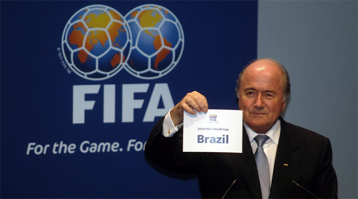 В Футбольной ассоциации Англии считают, что Блаттеру пора уходить