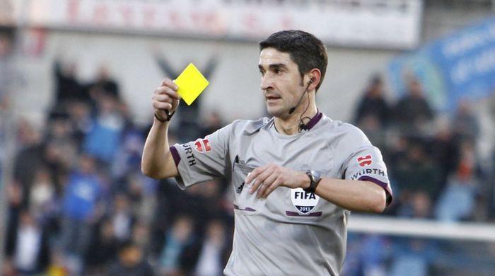 Арбитр показал 12 красных карточек в одном матче (Видео)