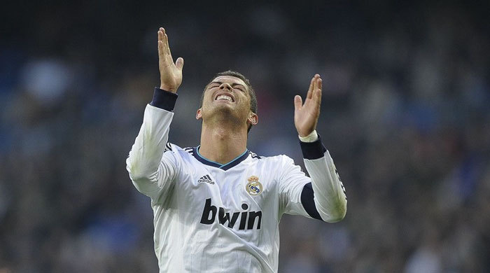 """Мальчик, которому Роналду сломал руку, получил памятную футболку """"Реала"""" (+ видео)"""