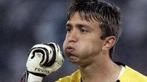 Вратарь сборной Уругвая обнаружил муравьев в своей постели (фото)