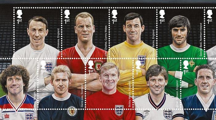 Выпущена коллекция марок, на которых изображены легенды британского футбола. Фото