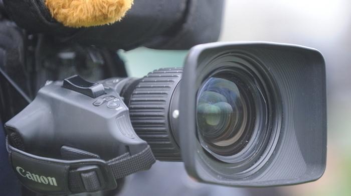 Оператора унесли на носилках с поля (Видео)
