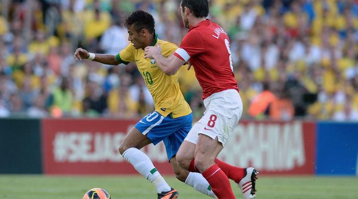 Контрольный матч. Бразилия - Англия 2:2. По тайму на брата