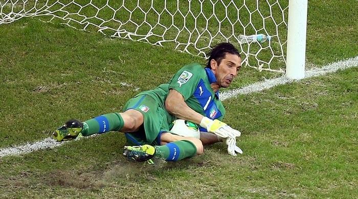 Уругвай - Италия 2:2 (по пен. 2:3). Видео