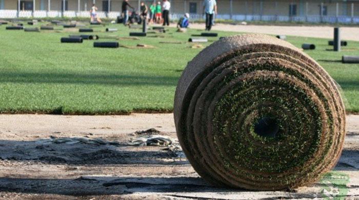 "На стадионе ""Ворскла"" укладывают газон"