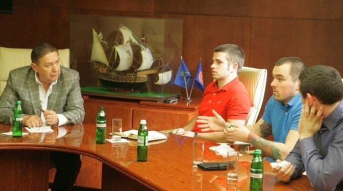 Анатолій Коньков провів зустріч з представниками футбольних ультрас України