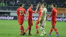 Отель сборной России в Бразилии обнесен колючей проволокой. Видео