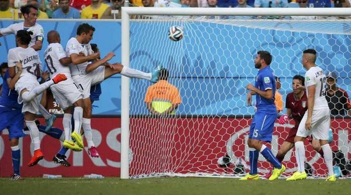 Италия - Уругвай 0:1. Ну, поГОДИН, или Не забью, так понадкусываю