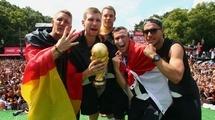 Футболисты сборной Германии поломали Кубок мира