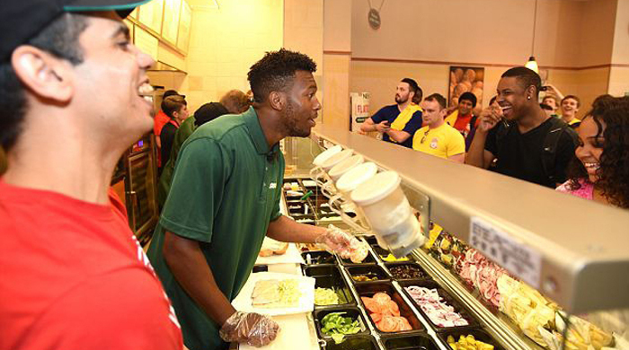 "Игроки ""Ливерпуля"" продавали бутерброды в Бостоне"