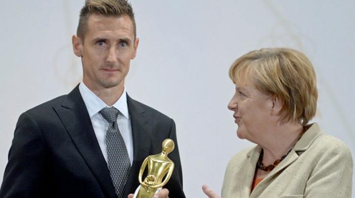 Клозе получил награду из рук Ангелы Меркель