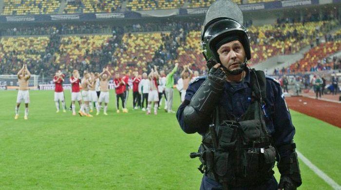 УЕФА наказывает сборную Румынии и Венгрии за беспорядки на матче