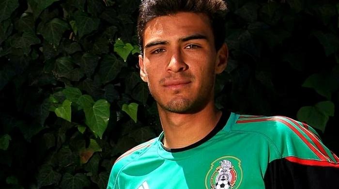 Голасо! Мексиканский футболист забил гол с 60 метров (Видео)
