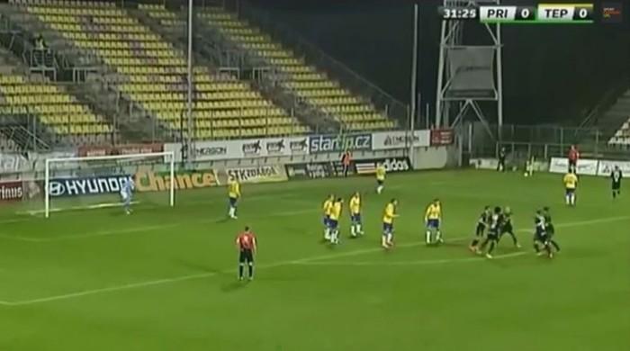 Чешские футболисты продемонстрировали инновационное исполнение углового (Видео)