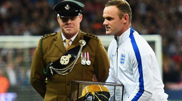Группа Е. Руни в 100-м матче за сборную помогает Англии добыть победу