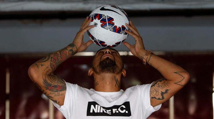 Видаль представил официальный мяч Копа Америка-2015