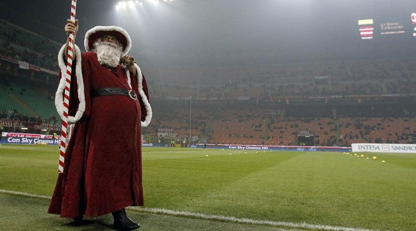 Голый Санта Клаус на матче Эредивизи (Видео)