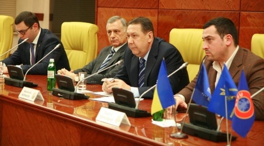 Официально: президент ФФУ подал в отставку