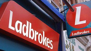 """Ladbrokes выплатил клиенту более 31 тысячи долларов по ставке на чемпионство """"Лестера"""""""