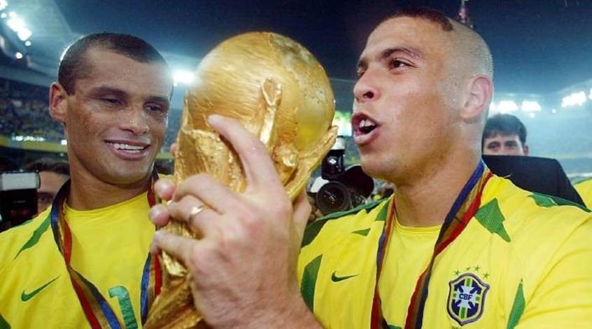 """""""Зубастик"""" Роналдо хочет возобновить карьеру"""