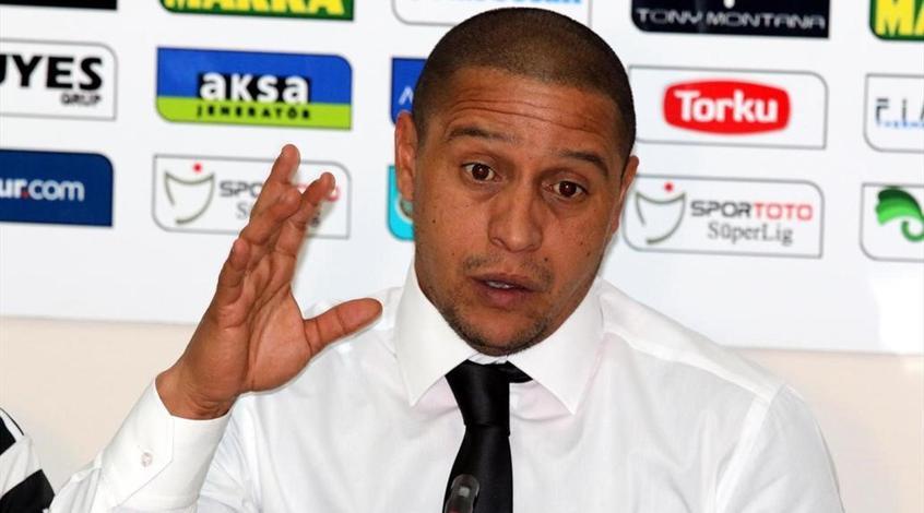 Роберто Карлос забил два гола в дебютном матче в футзале (Видео)