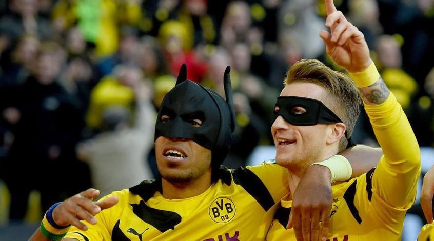 """Ройс и Обамеянг отметили гол в ворота """"Шальке"""" в масках Бэтмена и Робина (Видео)"""