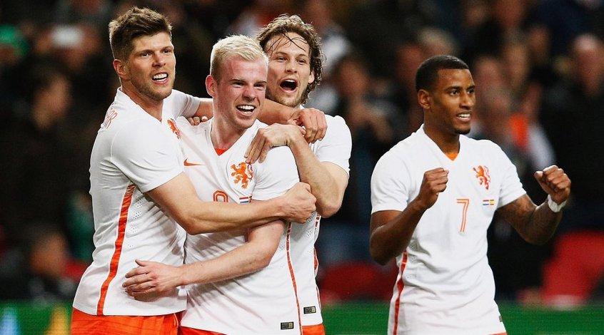 Голландия - Испания 2:0. Вечер дебютов, или На КЛААССЕне