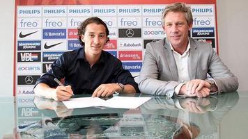 Официально: Андрес Гуардадо подписал контракт с ПСВ