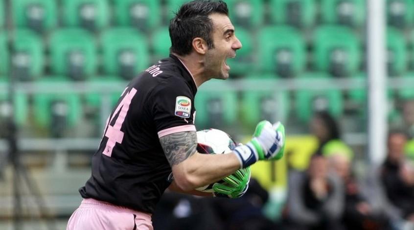 """Вратарь """"Палермо"""" подтвердил, что команда находится в состоянии войны с тренером"""