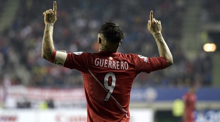 Герреро силой раздел игрока, не хотевшего меняться футболками (Видео)