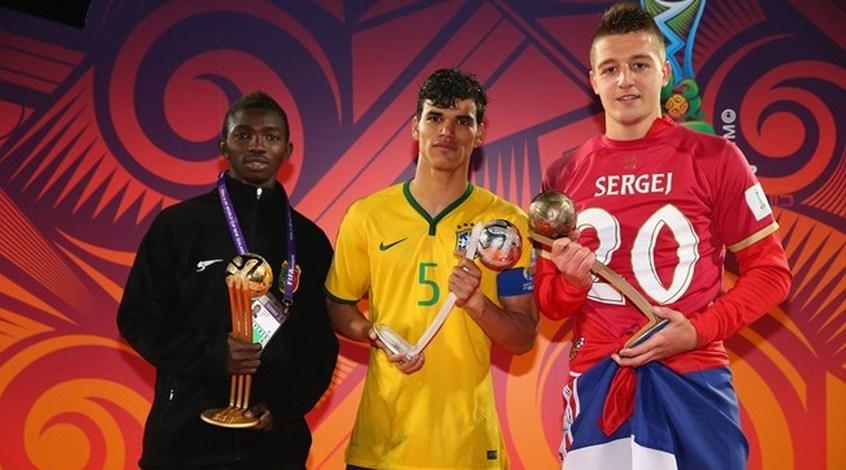 Английские гранды спорят за лучшего игрока молодежного чемпионата мира-2015