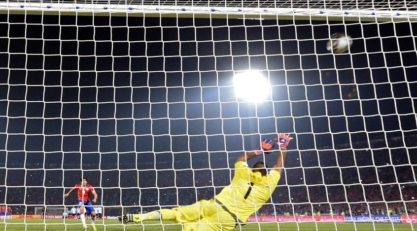 Чили - Аргентина 0:0 (по пенальти - 4:1). Проклятие Месси