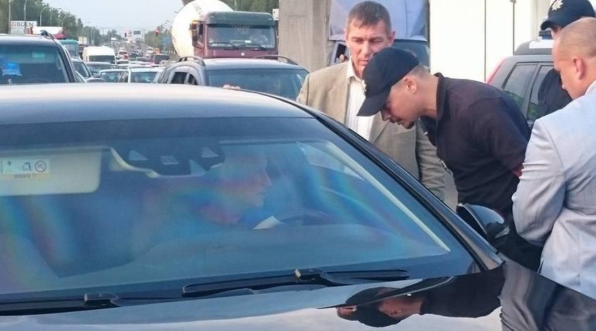 Как полиция кортеж Григория Суркиса останавливала (Видео)