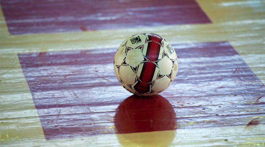 Фантастический гол бисиклетой в женском мини-футболе (Видео)