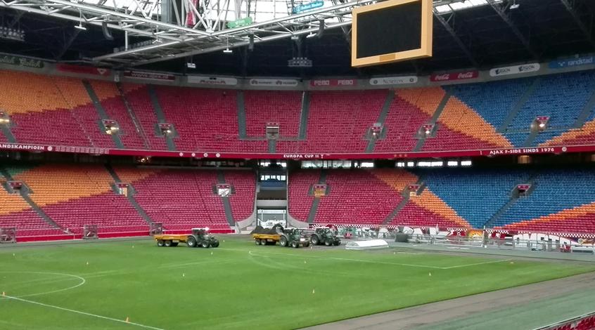 """""""Аякс"""" в срочном порядке меняет газон на """"Амстердам-Арене"""""""