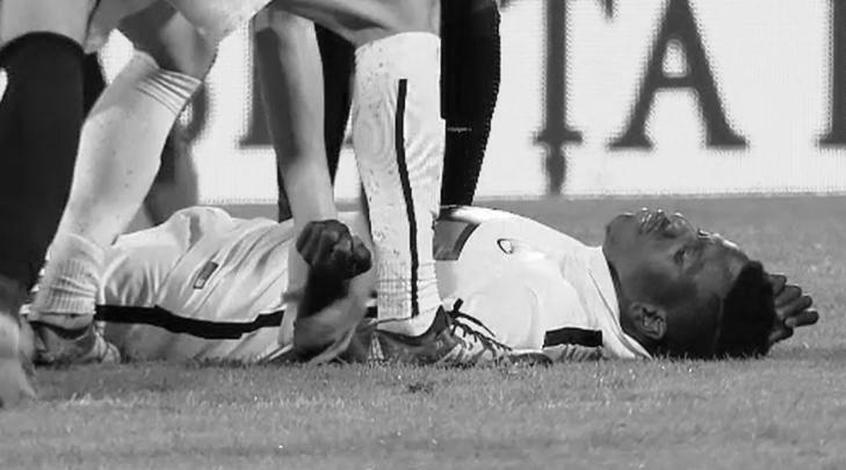 """Игрок бухарестского """"Динамо"""" потерял сознание во время матча и умер в больнице"""