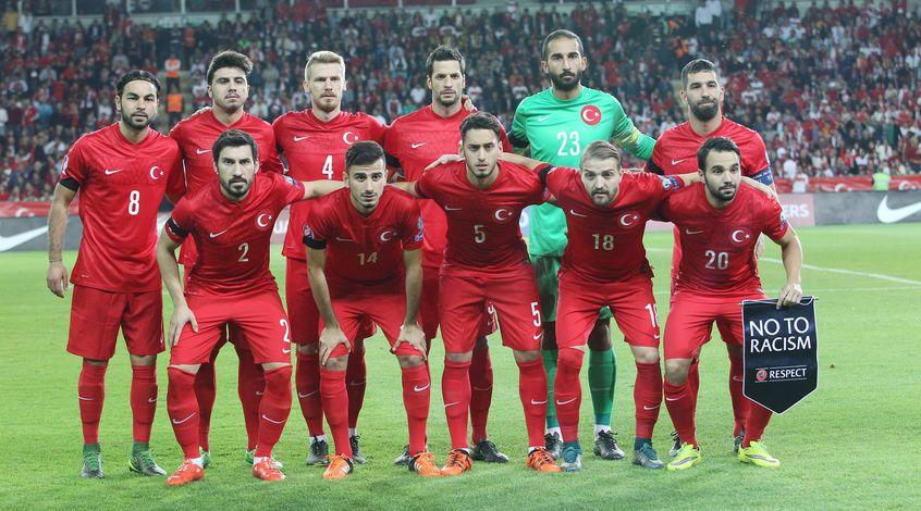 В итоговую заявку сборной Турции на Евро-2016 не попали Эрдинч и Езтекин