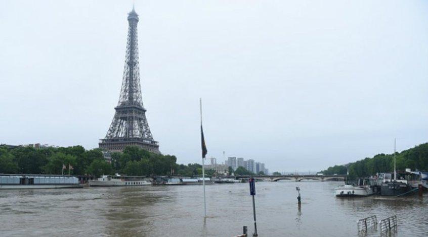 За неделю до Евро-2016 река Сена вышла из берегов (+ Фото)