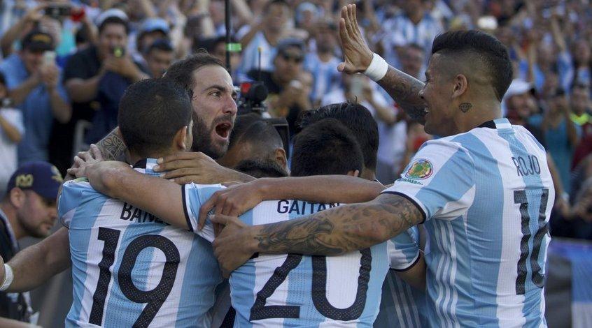 Аргентина собрала 30 тысяч зрителей на тренировке (Видео)