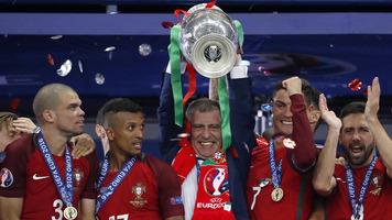 Французские болельщики собирают голоса для петиции с требованием переиграть финал Евро