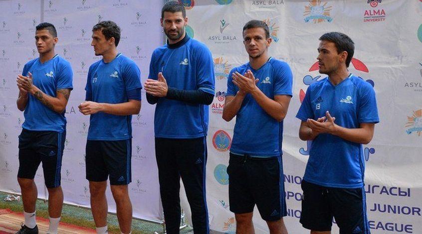"""Игроки """"Астаны"""" поучаствовали в празднике дворового футбола"""