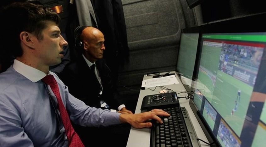 """FIFA провела первое официальное испытание системы видеопомощи арбитрам в """"полурабочем"""" режиме"""