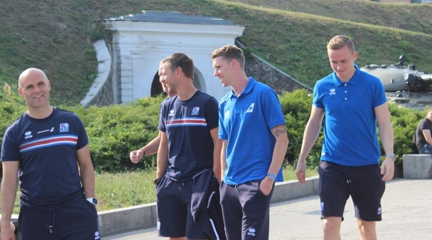 Футболисты сборной Исландии прогулялись по Киеву (+ Видео)