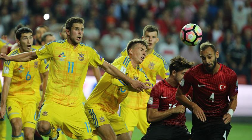 УЕФА признал лучшим игроком матча Турция – Украина Артема Кравца