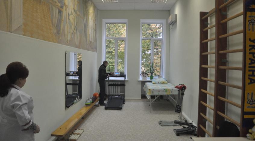 Президент ФФУ открыл реабилитационный кабинет в военном госпитале (+Фото)