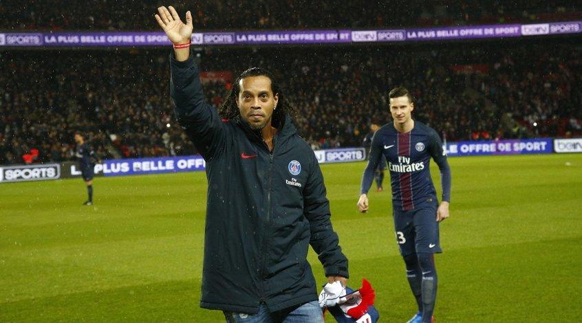 """Роналдиньо: """"Еще не знаю - завершу карьеру, либо поиграю"""""""