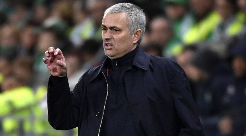 """Жозе Моуриньо: """"У некоторых клубов и тренеров есть хорошие и правильные друзья в кабинетах"""""""