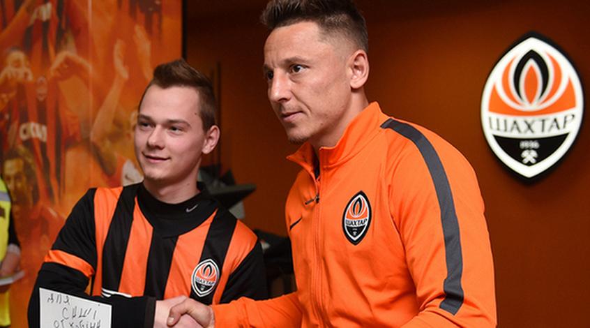 Василий Кобин встретился с болельщиками