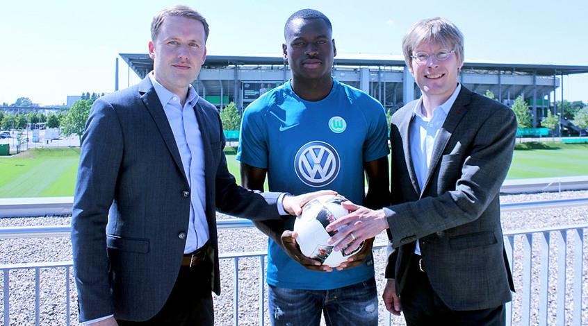"""""""Вольфсбург"""" отдал 9,5 млн евро за 19-летнего нападающего """"Остенде"""""""