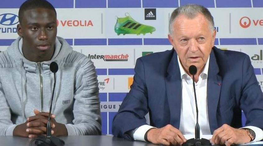 """""""Наполи"""" может усилиться защитником """"Лиона"""" Менди, который мог стать конкурентом Зинченко"""